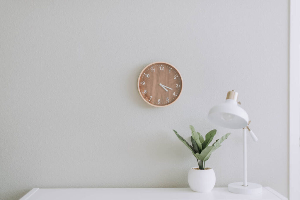 picture of a white room with a clock